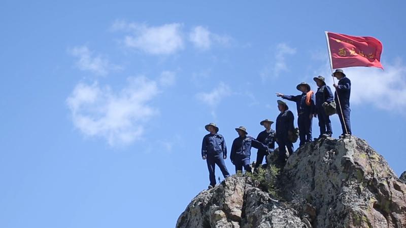 站在山巅的找矿人